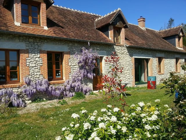 old restored farm cottage on bike lane to castles - Mont-prés-Chambord - Huis