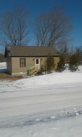 Cozy 2 BR home- Right on the snowmobile trails! - Toivola - Ev