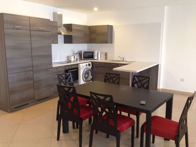 the Residence. Stunning 3 Bed in Cantonments