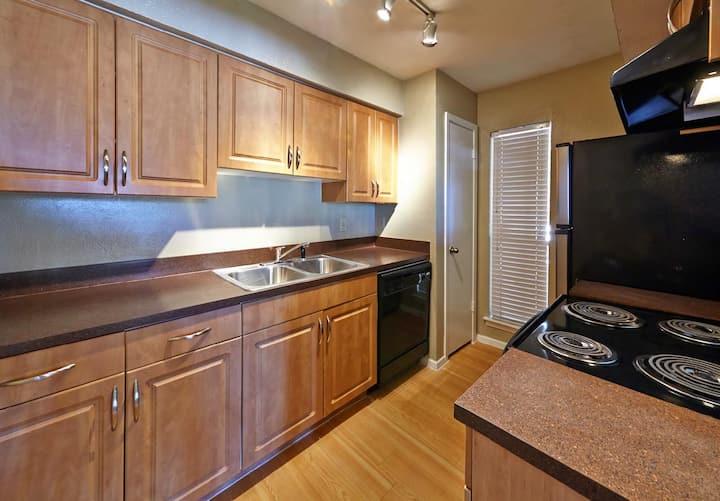 Very clean 1 bedroom apt available near UTA