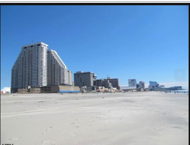 Vacation Rental Located Steps Away From The Beach! - Atlantic City - Condominium