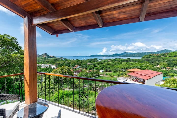 Gorgeous ocean view from this newly renovated hillside unit in Flamingo