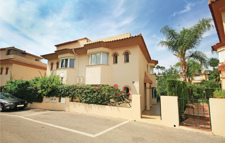 Semi-Detached with 3 bedrooms on 128 m²