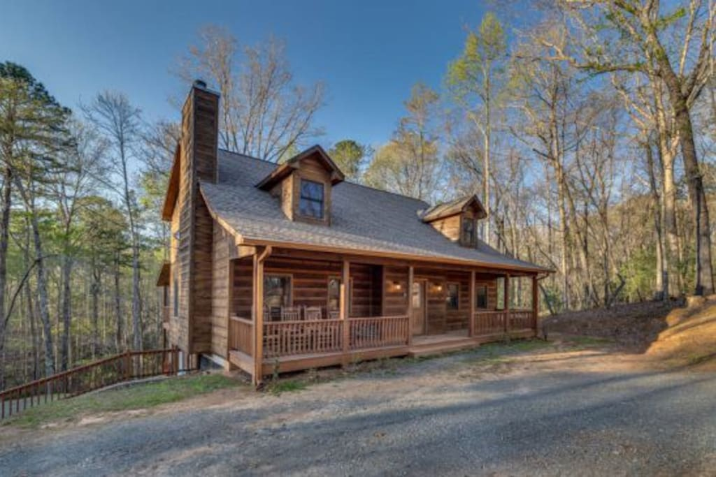 Dream catcher cabins for rent in ellijay georgia for Large cabin rentals north georgia