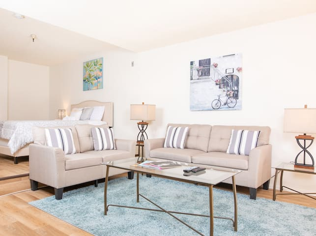 Special Hollywood Stay-Fully Furnished