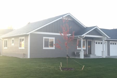 Quiet 3 Bedroom, at the Edge of Historic Kalispell