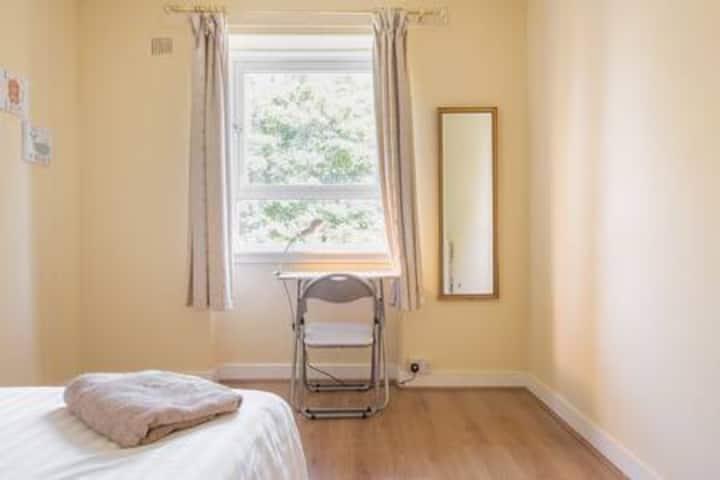 Double room + Wifi+ Parking nr Aberdeen University