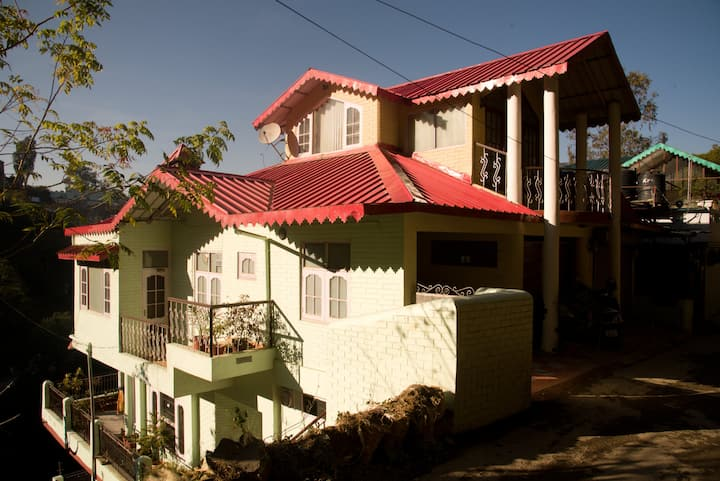 Ambika HomeStay, Classic Rooms Solan, WFH Friendly