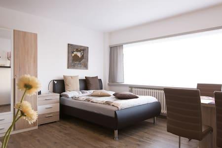 1 Z. Apartment,blitz sauber, 1min.z. einkaufst.