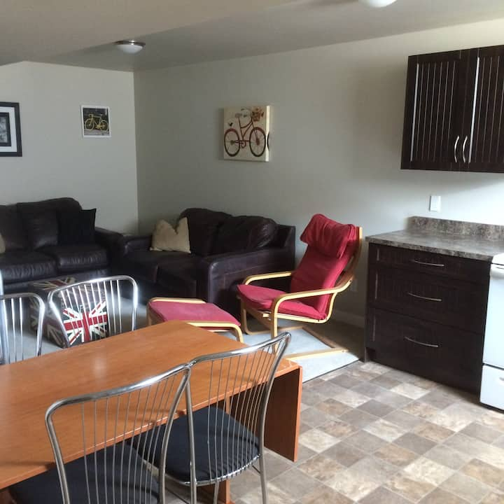 Full Amentity Suite 10 min to airport or downtown