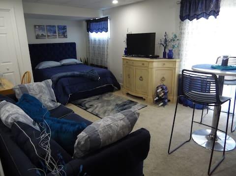 THE BLUE ROOM LUXURY SUITE & Bath  2 Guest
