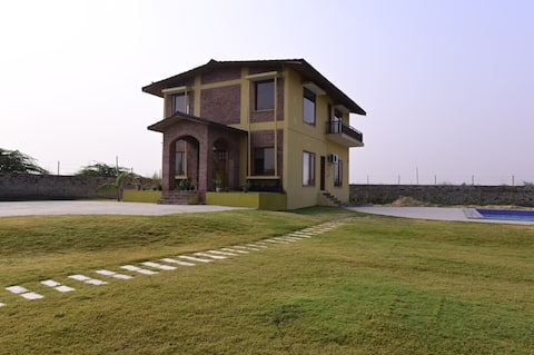 3BR Luxurious farm with Pvt Pool Close to Neemrana