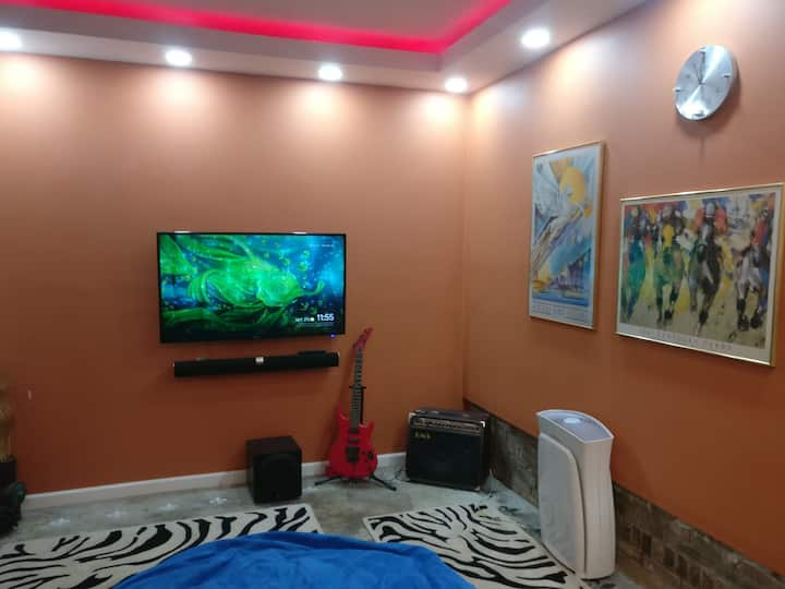 Mancave in converted garage, long term 30 days+