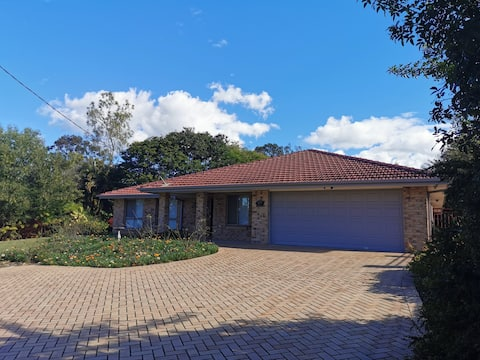 Centrally located between Brisbane & Gold Coast