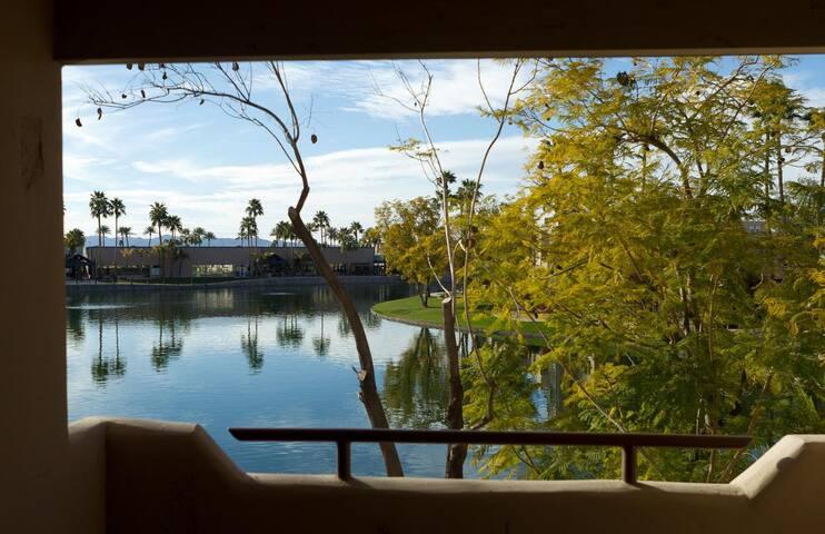 Lake side 2 bedroom condo in Anderson Springs