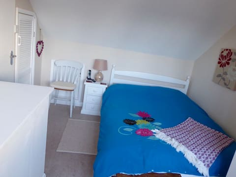 Double room in a family home, breakfast provided