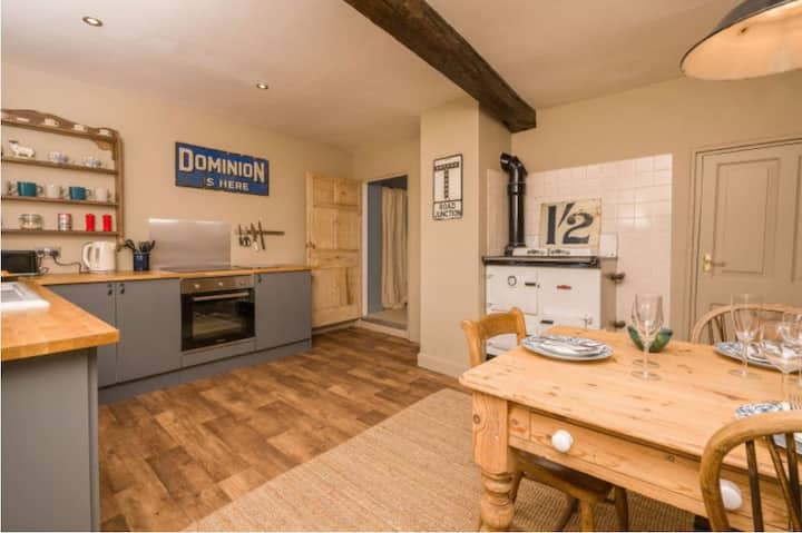 Beautiful thatched house and two flats sleeps 8+