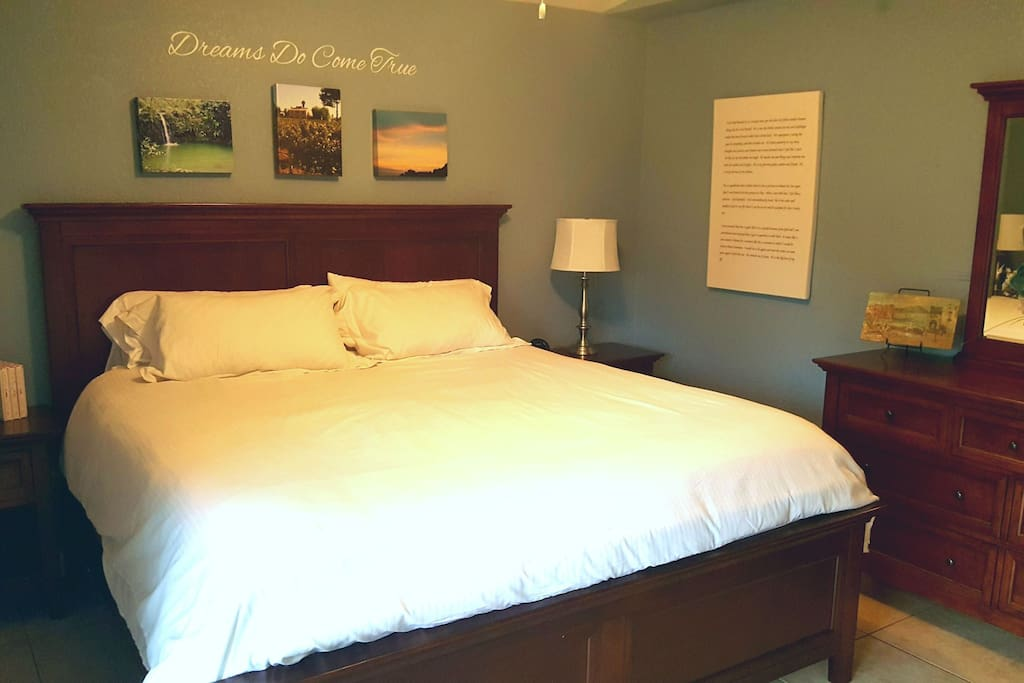 Master bedroom w/ king size bed. So comfortable!