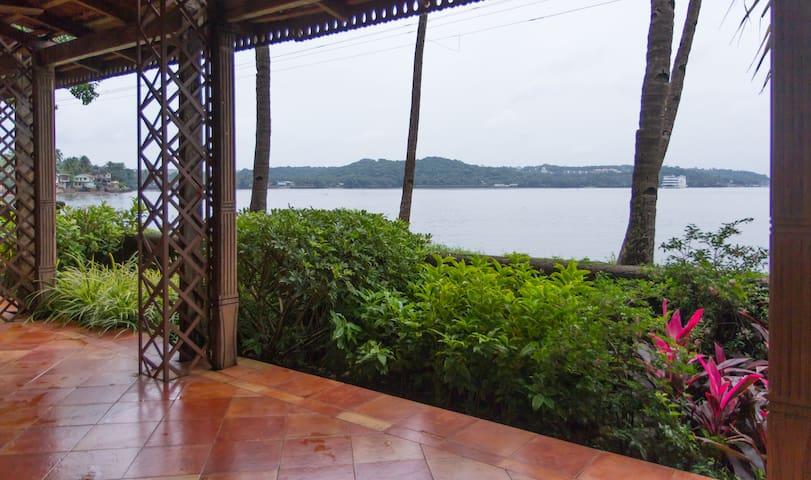 A tranquil villa on the river mandovi - Verem - Hus