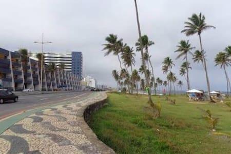 Apartamento confortável Praia Orla - サルヴァドール