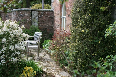 Gamekeeper's Cottage for 1 or 2 including your pet - Cornwall