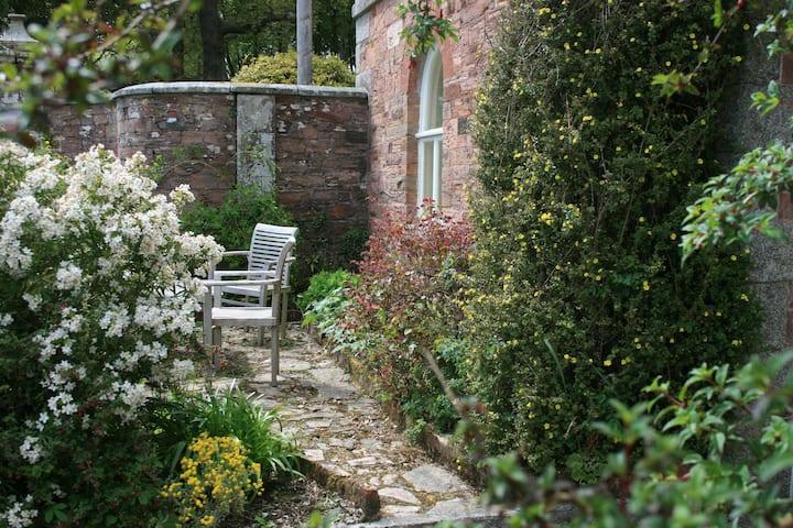 Spacious Gamekeeper's Cottage in serene location