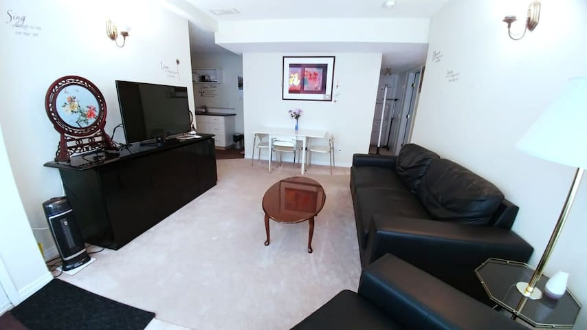Cozy Private Basement Suite Calgary Close to Mtns