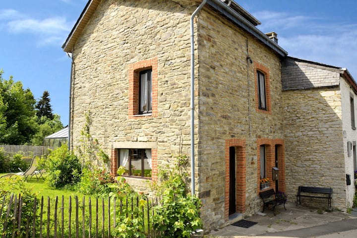 Vintage Cottage with Shared Garden in Paliseul