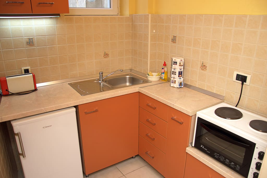 Fully furnished kitchen with oven, fridge ...