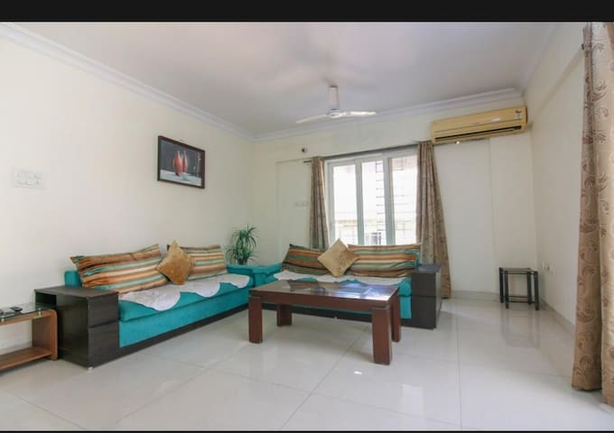 Cozy single room at BKC with WiFi/AC near Airport
