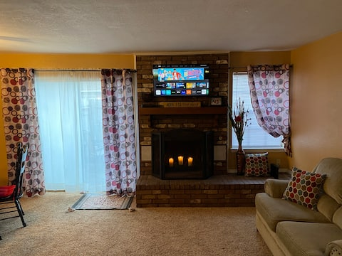 3 Bed 1.5 Bath Townhouse Near OBU and Expo Center