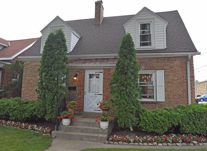 Beautiful 3BR home in Tosa w/ parking