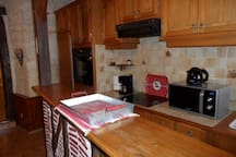 le coin cuisine équipée  , cette cuisine est dans le logement et n'est pas partagée