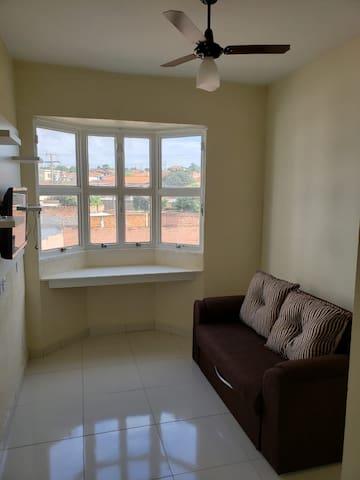 Apartamento mobiliado e equipado, perto da UNESP