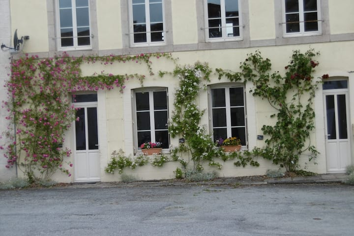 Ground floor apartment near Gueret, sleeps 5