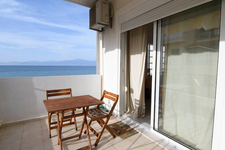 Sunny apartment with immediate view to the Sea