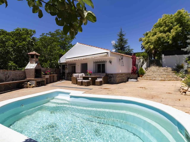 Ideal cortijo couples with private pool