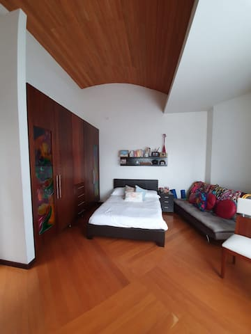 Excellent Room in Central Cumbayá