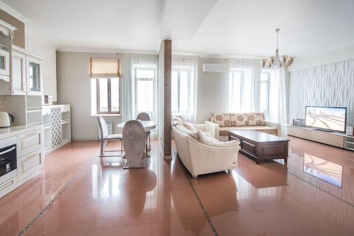 Для отдыха и работы: большая квартира в центре