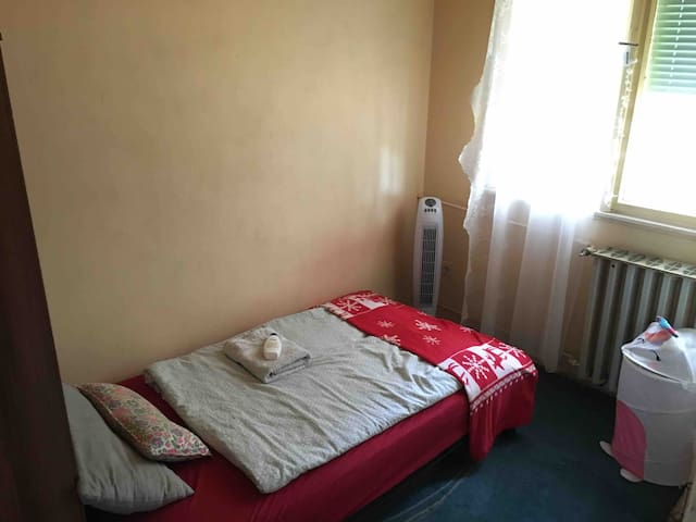 Small room for small price with Breakfast