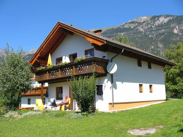 Ferienhaus mit zwei Ferienwohnungen - Sankt Stefan an der Gail - Apartamento