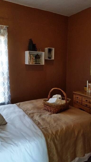 Jade Room Full Bed