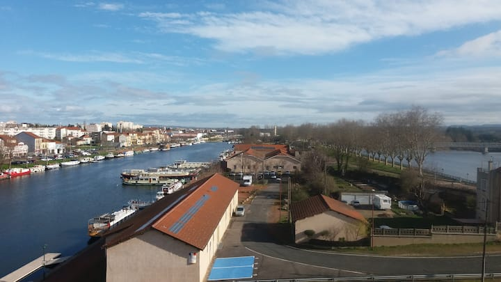 appartement avec t belle vue sur la Loire et canal