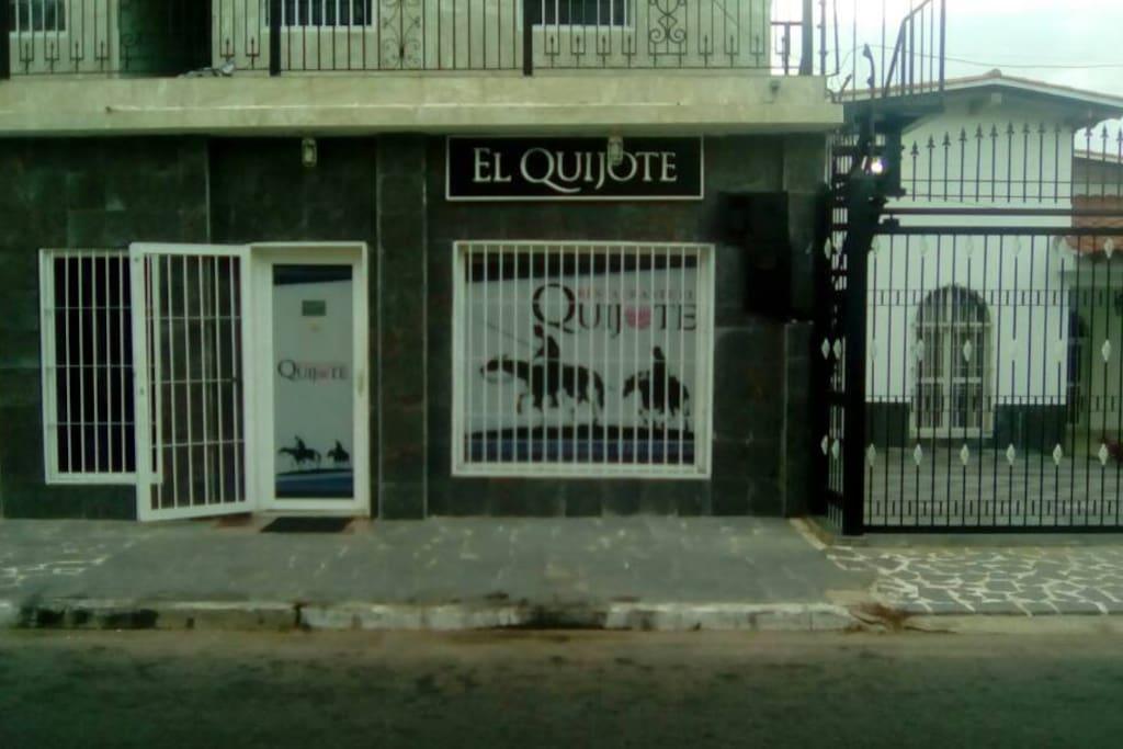 Para su comodidad y disfrute podrá contar con la mejor gastronomía española en el restaurante El Quijote. También contamos con un Mini Market para sus compras.