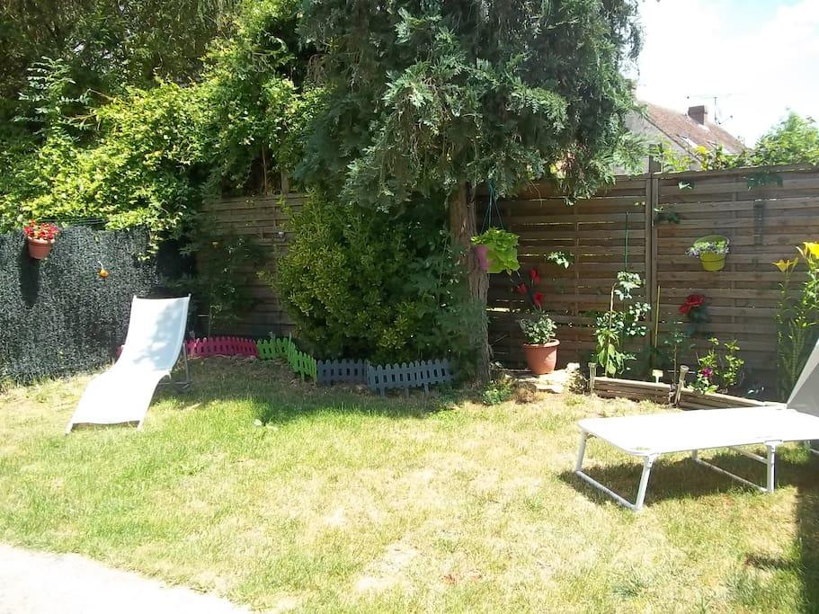 mouroux petite maison atypique la campagne maisons louer mouroux le de france france. Black Bedroom Furniture Sets. Home Design Ideas