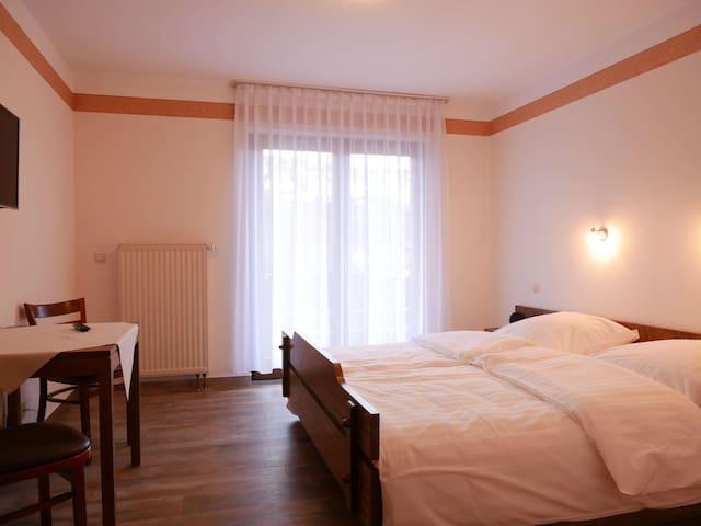 Gasthaus Engel, (Bühlertal), Doppelzimmer mit Balkon mit Dusche und WC