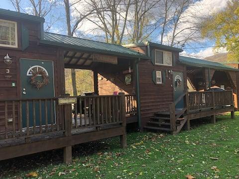 Richmond's Meadow Creek Hideaway Cabin #4