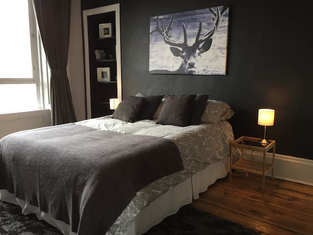 Bright Spacious King Room - Glasgow - Daire