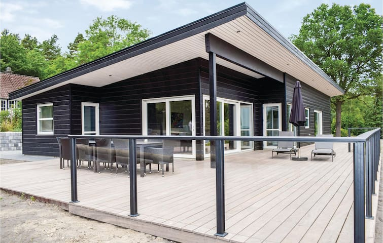Holiday cottage with 5 bedrooms on 178m² in Ebeltoft