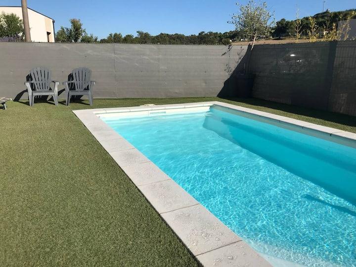 Petit Paradis au Sud : Studio avec accès piscine.